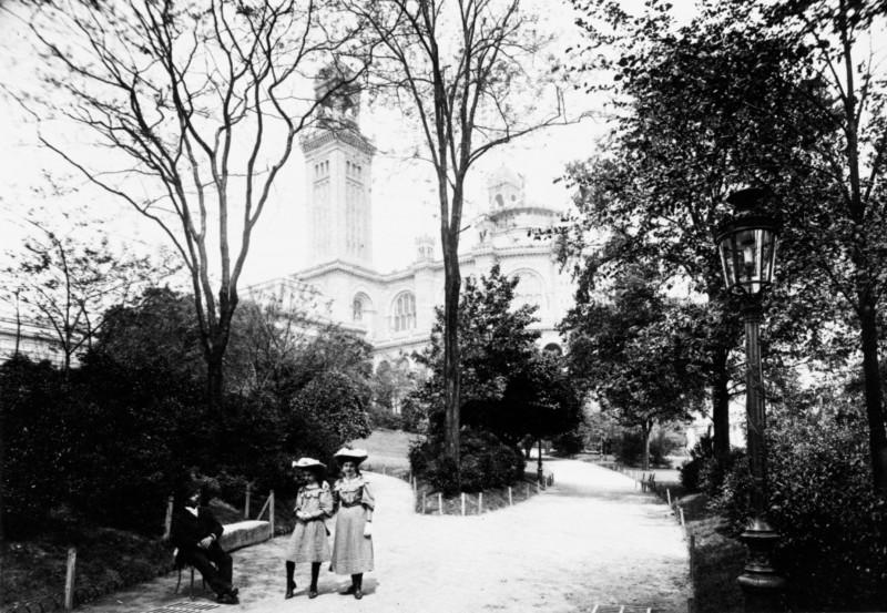 055[amolenuvolette.it]enfants parisiens dans les jardins du trocadéro parisian children in the gardens of trocadéro