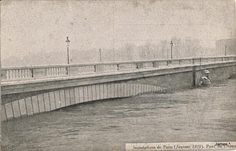 Le Pont de l'Alma durant les crues de 1910