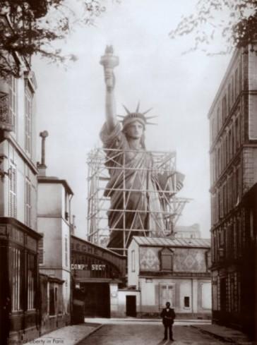 1884 – La Statue de la Liberté et la rue de Chazelles