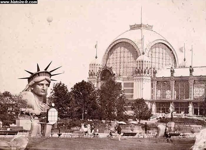 La Statue exhibée par morceaux lors de l'Exposition de 1878