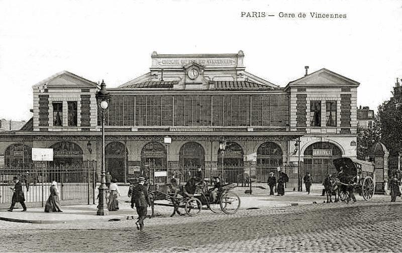 Gare de la Bastille donnant sur la Place