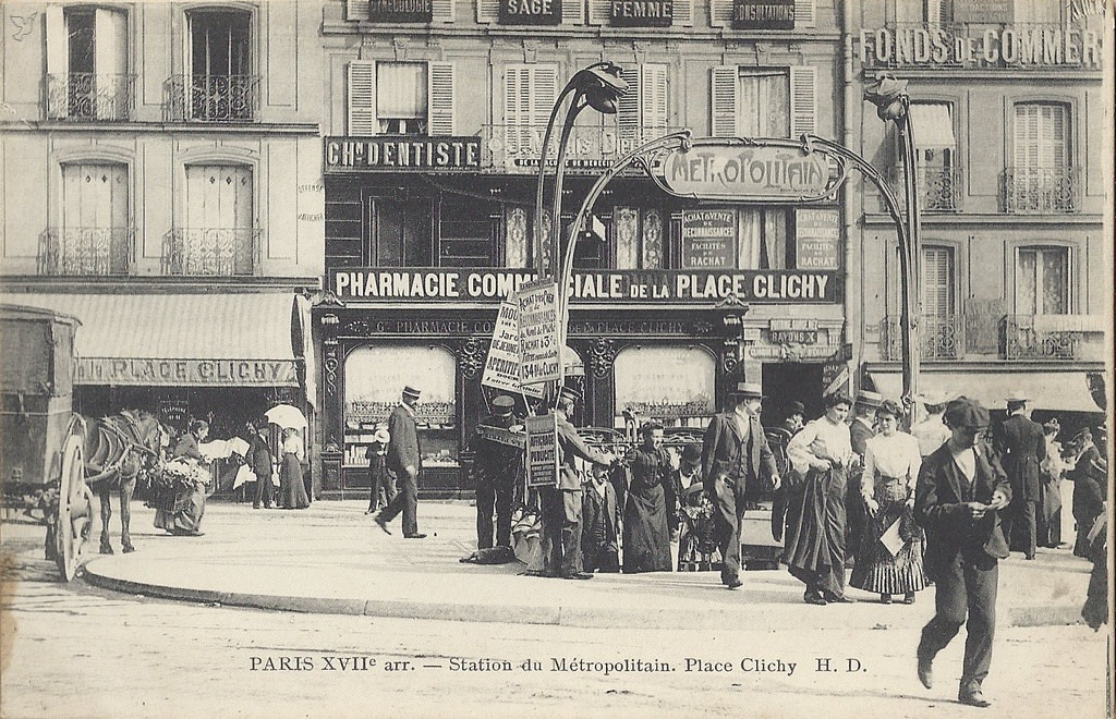 1368611686-carte-postale-Place-de-Clichy-PARIS