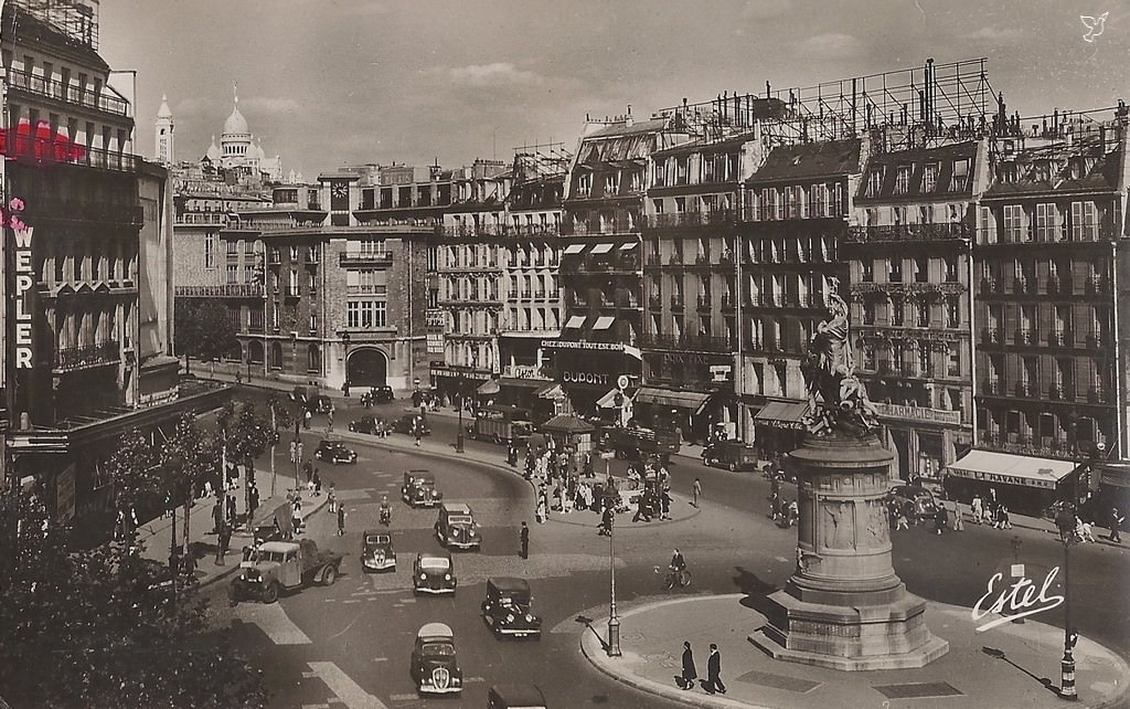 1368612225-carte-postale-Place-de-Clichy-PARIS