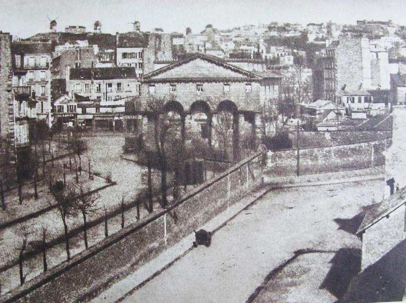 Place de Clichy, l'ancienne barrière des fermiers généraux et le mur (1859)