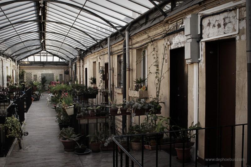 Intérieur de la Cité Ouvrière de la rue Rochechouart (Nicolas Bonnell/ De.Phoebus 2009)