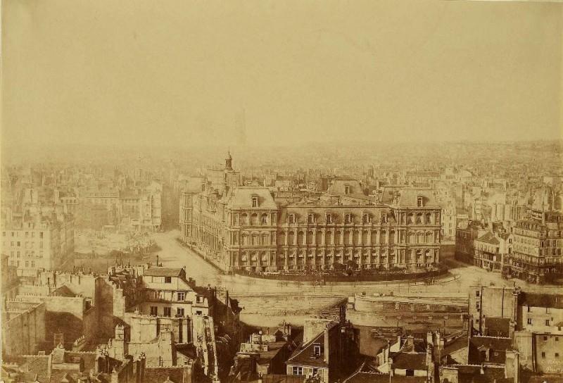 Photo prise le 5 avril 1871, juste avant l'incendie.