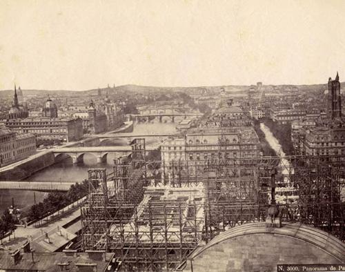 Hôtel de Ville durant la reconstruction 1875