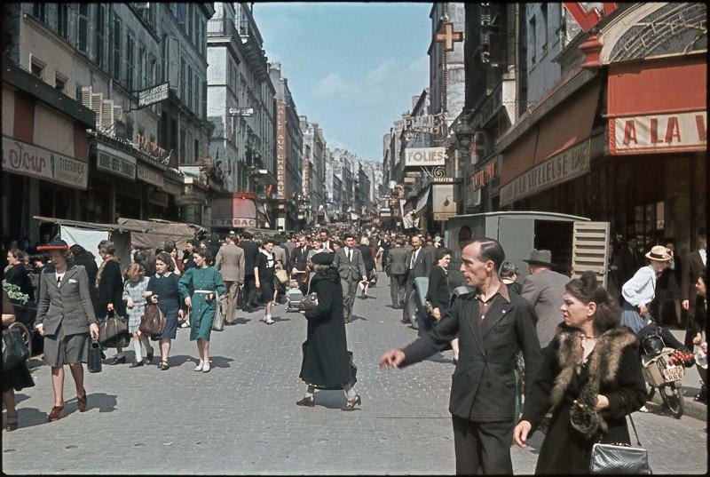 Rue de Belleville 1942 - André Zucca©Roger Viollet