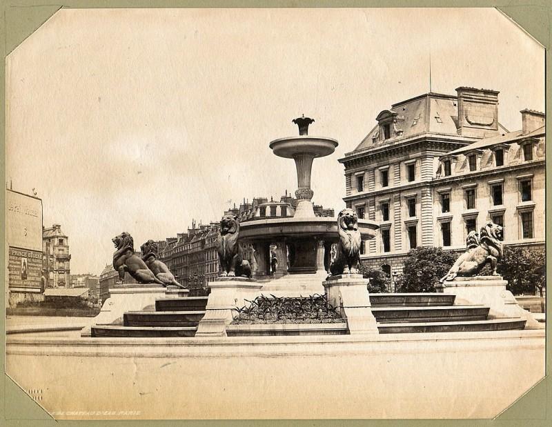 Place du Château d'Eau - Seconde Fontaine au Lions déplacée depuis à Daumesnil.