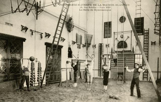 La salle de gymnastique du patronage Saint-Joseph, rue Charles Fourier