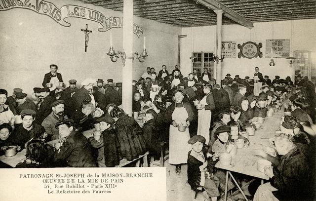 Réfectoire de la Mie de Pain, rue Charles Fourier. Datant de 1897, il n'a que peu changé et continue un siècle plus tard, d'accueillir et de restaurer plus de 500 personnes chaque soir.