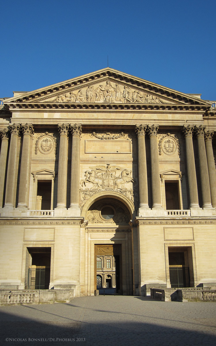 Le Fronton du Louvre (©Nicolas Bonnell/De.Phoebus 2013)