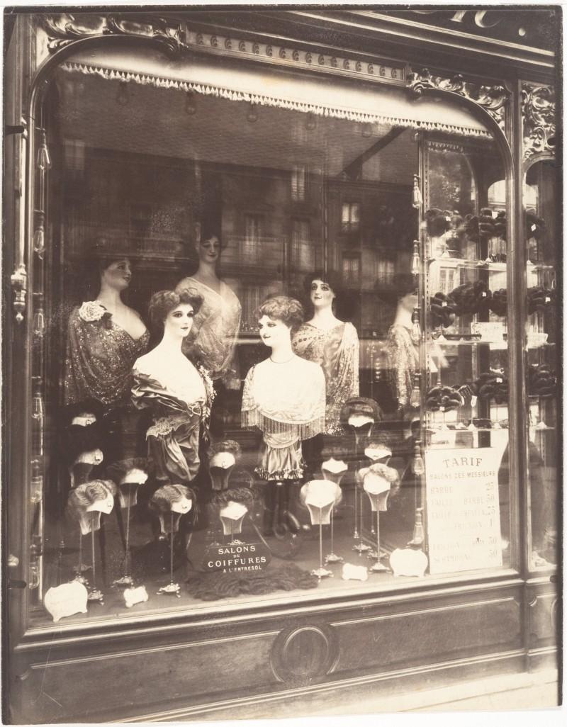 Atget - Salon de Coiffure 1910
