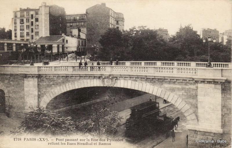 1357818584-Paris-Pont-passant-sur-la-Rue-des-Pyrenees