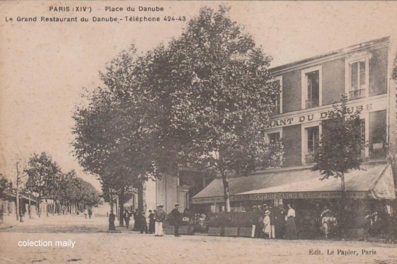1382430030-CPA-Place-DANUBE-le-papier