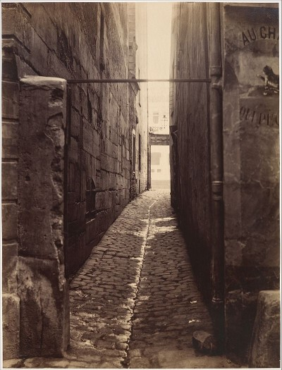 Charles_Marville,_Rue_du_Chat-qui-Pêche_(from_the_Rue_de_la_Huchette),_ca._1868