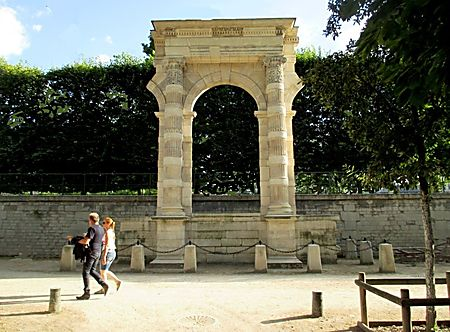 Les vestiges des tuileries paris unplugged for Jardin des tuileries 2016