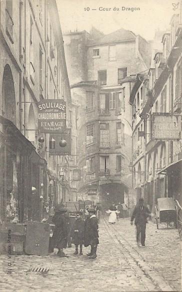 1934 – La Cour du Dragon